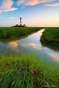 Auf dieser Seite finden Sie eine Auswahl meiner schönsten Landschaftsaufnahmen und Fotos aus Norddeutschland, Schleswig- Holstein, der Nordseeküste, St. Peter Ording und so weiter. Viel Spaß beim S…