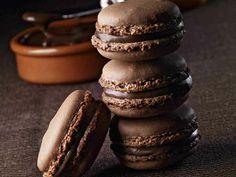 Ricetta Macarons al cioccolato, nocciole e crema gianduia