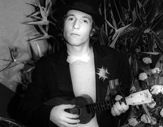 Rino Gaetano, il 27 gennaio 1978, durante il Festival della Canzone Italiana a Sanremo, dove presento' la canzone 'Gianna' © ANSA