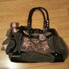"""Juicy Couture Excellent Condition! Authentic gray, black and pink Juicy Couture. Looks brand new, only goose is that it is missing the""""Fairest strap and mirror"""". No stains/rips. **Ships same or next day! **Offers are welcome! Juicy Couture Bags Shoulder Bags"""
