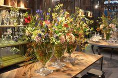#Messe-Auftritt #Shop-Dekoration #Reception Reception, Shops, Table Settings, Business, Flowers, Decor, Dekoration, Florals, Tents