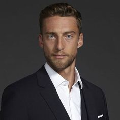 Claudio Marchisio a Torino il 7 marzo - VanityFair. Soccer Hairstyles, Claudio Marchisio, World Cup 2014, World's Most Beautiful, Vanity Fair, Hugo Boss, Business Casual, Fashion Beauty, Suit Jacket