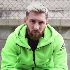 """""""Messi com barba vermelha? Transformaram o nosso herói num pobre Justin Bieber""""- Cantona https://angorussia.com/desporto/messi-barba-vermelha-transformaram-heroi-num-pobre-justin-bieber-cantona/"""