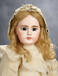 Beautiful German Bisque Doll, Model 939 with Closed Mouth 61cm, by Simon and Halbig ±1885 - 1700/2300