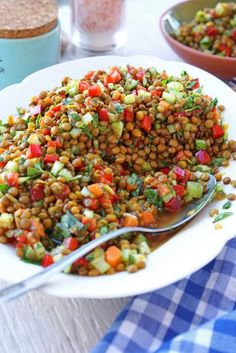 Refreshing lentil salad - so after feeling- Erfrischender Linsensalat – So nach Gefühl Lentil salad! Perfect for the next party buffet! Vegetarian Recipes Lentils, Healthy Dinner Recipes, Vegetarian Salad, Summer Recipes, Salad Recipes, Diet Recipes, Healthy Life, Healthy Eating, Lentil Salad