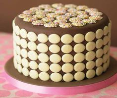 Schokolinsen Kuchen. #Tortendekorieren #Schokolinsen #Kuchen #Torte #Schokolade