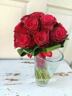 Vörös rózsacsokor   2103 Glass Vase, Decor, Decorating, Inredning, Interior Decorating, Deck, Dekoration, Decoration, Deco