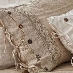 The easiest & cheapest vintage grain sack pillow covers ever! Linen Fabric, Linen Bedding, Bedding Sets, Pillow Room, Linens And Lace, Vintage Lace, Soft Furnishings, Decorative Pillows, Pillow Covers