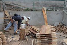 Corte de tablas de madera  para encofrado de plintos #Alexina2 #Cimentaciones #Estructura