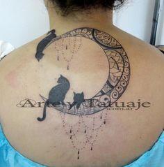 Tatuaje de luna y gatos