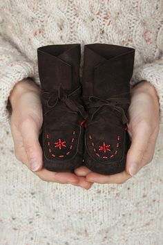 Wrap-around ankle boot moccasins with traditional beaded toes. Made from Italian kid suede. One-off pair. Baby Moccasin Pattern, Baby Shoes Pattern, How To Make Moccasins, Native Beading Patterns, Beaded Moccasins, Leather Baby Shoes, Moccasin Boots, Baby Boots, Baby Wraps
