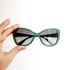 Sunnies of the day: these cheerful green frames!
