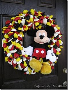 Mickey Mouse wreath tutorial - we have a small stuffed Mickey & Minnie already