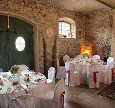 """Кейтеринг в Италии. Цена от 100 евро/чел (включает в себя доставку и приготовление пищи, обслуживание, сервировку, и оформление - столы, стулья, скатерти и салфетки, в общем все кроме цветов). """"Красная"""" свадьба."""