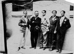 Salvador Dalí, José Moreno Villa, Luis Buñuel, Federico García Lorca y Antonio Rubio en el paseo de la Bombilla de Madrid, cerca del río Manzanares,en 1926.