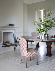 """""""Matching dining chairs where would have created too much of a visual block,"""" says Howe. He and Harding mixed Made by Howe tufted Salon Chairs with Art Deco Dining Chairs in their original turquoise leather. Photograph by Claudia Rocha courtesy of Howe. White Dining Chairs, Accent Chairs For Living Room, Formal Living Rooms, Dining Room, Kitchen Chairs, Retro Office Chair, Office Chairs, Wrought Iron Patio Chairs, Patio Chair Cushions"""
