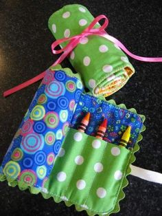 Handmade gift idea- crayon roll holder and organizer. These last minute DIY projects are a perfect way to get rid of any winter blues or to have fun when it is cold outside. You can also make them for little gifts! #gifts #handmade #diy
