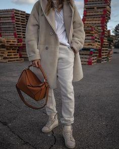 Photo shared by Nathalie Martin, Toronto winter gear -  @loewe, @balenciaga, @ysl, @holtrenfrew, @_nathaliemartin, @hiso.ca, @essentials, and @maisonmargielafragrances. Toronto Winter, Winter Gear, Cute Winter Outfits, Winter Trends, Loewe, Winter Looks, White Outfits, Winter White, Ysl
