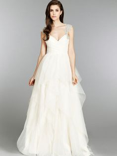 Kleinfeld Holding It's First Ever Online Sample Sale | Woman Getting Married