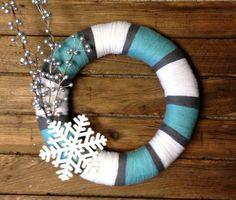 Winter Yarn Wreath. So elegant yet so simple