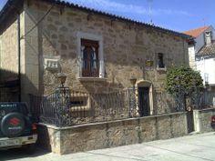 Casa señorial con blasón en Valverde del Fresno.