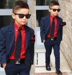 Keeping thins look good with a classy suit. Toddler Boy Fashion, Little Boy Fashion, Toddler Boy Outfits, Fashion Guys, 90s Fashion, Fashion Scarves, Womens Fashion, Outfits Niños, Boys Dress Outfits