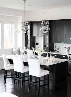 love how the bar stools are the opposite of the room white on black.while the room is black on white.... ZsaZsa Bellagio: Delightful Home