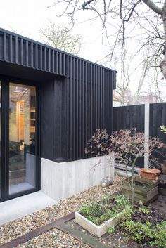 Eckford Chong adds garden studio refurbished Walthamstow house