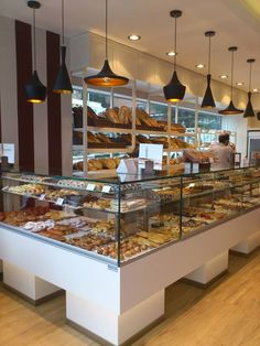 Pin by robert edwards on shop interior display bakeries in 2019 Bakery Shop Design, Coffee Shop Design, Cafe Design, Store Design, Bakery Store, Bakery Cafe, Cafe Restaurant, Restaurant Design, Bakery Display Case