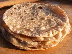 szeretetrehangoltan: Lepénykenyér teljes kiőrlésű liszttel és kókuszvaj... Naan, Pancakes, Paleo, Breakfast, Ethnic Recipes, Food, Morning Coffee, Essen, Pancake