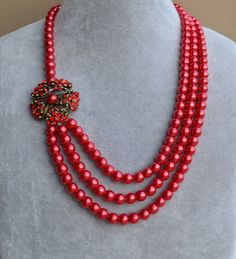 red pearl NecklaceGlass Pearl Necklacevintage by glasspearlstore, $22.00