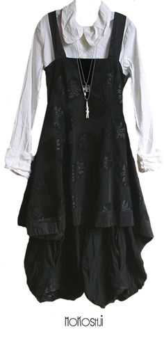 Very fancy pinafore. I have an unreasonable affection for pinafores.
