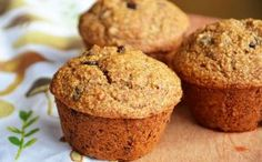Banana Oat Bran Muffins with Chocolate Chips -- Two Ways (one gluten-free, one whole wheat) Banana Bran Muffins, Banana Oats, Muffins Sans Gluten, Fanta, Protein, Food Cakes, Chocolate Chips, Vegan Gluten Free, Cake Recipes