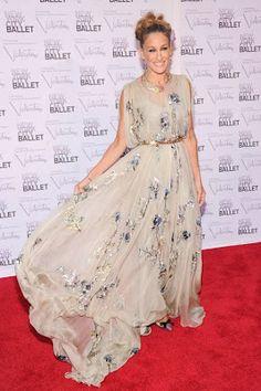 Sarah Jessica Parker con un abito floreale romantico e svolazzante, stile principessa al New York City Ballet Fall Gala 2012.