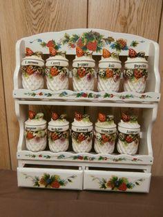 Vintage 10 Jar Strawberries Spice Set & Wooden Display Rack Japan Kitchen Jars, Red Kitchen, Kitchen Items, Strawberry Patch, Strawberry Fields, Strawberry Shortcake, Spice Set, Spice Jars, Strawberry Kitchen