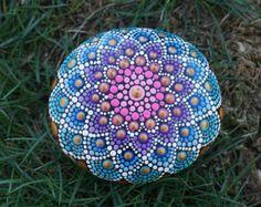 Arte de piedra punto Mandala pintado huevo en por LaBellaArtigiana
