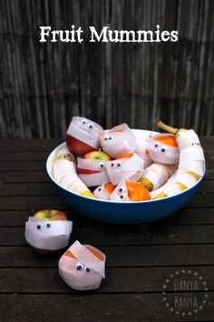 Fruit Mummies - cute Halloween craft idea that kids can make, which doubles as a fun, healthy & spooky snack!
