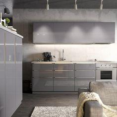 Серый цвет в интерьере – беспроигрышное решение для тех, кто хочет создать на своей кухне приятную спокойную атмосферу. К тому же, она будет гармонично сочетаться со стальными фасадами бытовой техники. На фото кухня МЕТОД. Рассчитать стоимость и спроектировать кухню вы можете на нашем сайте и в магазинах ИКЕА. #IKEA #ИКЕА #ИКЕАРоссия #новыеидеиесть