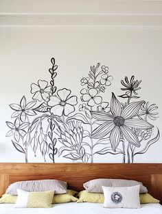 Flower Mural floral diy mural diy ideas diy crafts do it yourself crafty diy pictures Diy Wand, Inspiration Wand, Bedroom Inspiration, Flower Mural, Wall Drawing, Living Room Paint, Living Rooms, Floral Wall, Wall Design