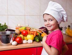 La cuisine avec les enfants peut s'avérer un moment très précieux et éducatif. Les avantages sont aussi nombreux sur le plan du développement de bonnes habitudes alimentaires.