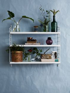 Acclaimed interior stylist Lotta Agaton recently gave her students at Beckmans College of Design a project to style the iconic String shelf as part of their coursework. Styling by Jill Windahl; String Pocket, String Regal, String Shelf, Bookshelves In Bedroom, Muuto, Brown Furniture, Interior Styling, Interior Decorating, Strings