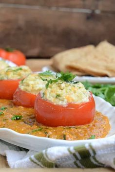 Stuffed Tomatoes in Malai Gravy is a thick, creamy, sweet and tangy dish with just the right amount of acidity and spice. It can be enjoyed with rice or rot