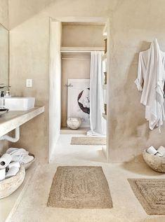 Bathroom Inspiration, Interior Inspiration, Rooftop Patio, Tadelakt, House Beds, Bathroom Interior Design, Cheap Home Decor, Master Bathroom, Home Remodeling