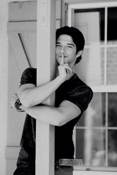 Even in a black & white photo, Tyler Posey can light it up with his sunshineness. - Even in a black & white photo, Tyler Posey can light it up with his sunshineness… – Even in a - Teen Wolf Scott, Tyler Posey Teen Wolf, Wolf Tyler, Meninos Teen Wolf, Netflix, Teen Wolf Seasons, Jackson, Wolf Photos, Scott Mccall