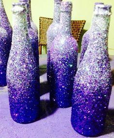 New wedding diy centerpieces purple wine bottles ideas Glitter Wine Bottles, Wine Bottle Art, Painted Wine Bottles, Wine Bottle Crafts, Decorate Wine Bottles, Champagne Bottles, Glass Bottles, Purple Wedding Centerpieces, Wine Bottle Centerpieces