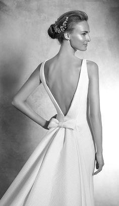 Wedding Dress Pronovias 2016 Atelier bridal gown, wedding ideas, wedding inspiration, haute couture, deep v back, naked back with bow, elegant wedding dress