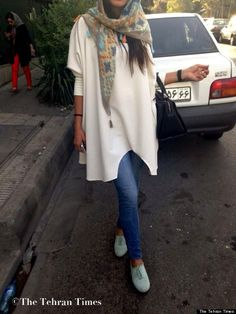 Iranian Women Find Stylish Ways to Abide by the Government's Strict Dress Code - My Modern Metropolis. Looks cool! Street Style Blog, Street Style Women, Modest Fashion, Hijab Fashion, Fashion Dresses, Collection Eid, Iran Girls, Teheran, Hijab Stile
