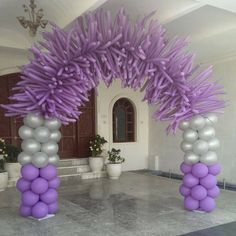 Balloon arch!! I like the colors!! Not my style....