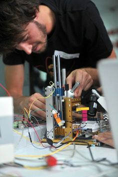 Students build low cost Atomic Force Microscope using Lego and 3D printing  #3dPrintingEducational