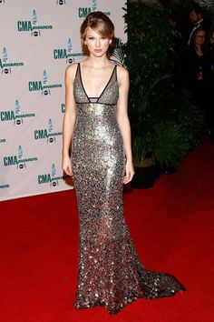 November 12, 2008 The musician pairs an elegant updo with a Kaufman Franco gown at the 42nd Annual Country Music Awards in Nashville.   Read more: Taylor Swift Style - Fashion and Beauty Pictures of Taylor Swift - ELLE  Follow us: @ElleMagazine on Twitter | ellemagazine on Facebook